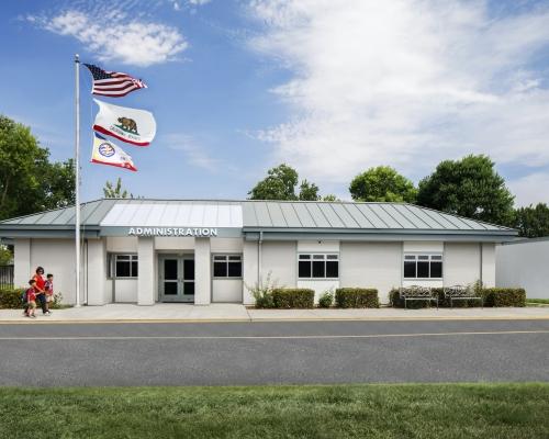 River Oaks Elementary School